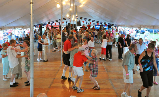 Pulaski Polka Days,dancing to polka music,pulaski,wisconsin